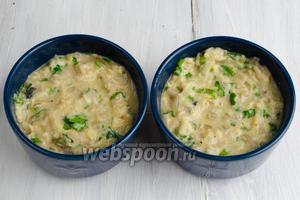 Можно разложить улиток с сыром по небольшим креманкам. Тоже поставить в горячую духовку. Но запекать нужно будет в течение 7-8 минут при температуре 250°C.