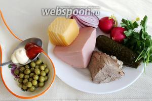 Для салата взять отварную говядину, хорошую вареную колбасу, огурцы, редис, лук салатный, горошек, сыр, петрушку, соевый соус, майонез и кетчуп.