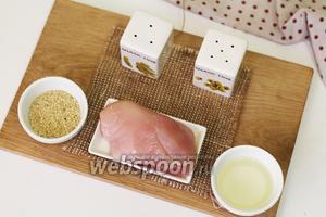 Для приготовления нам понадобятся следующие продукты: куриное филе, кунжут белый, соль, перец чёрный молотый, масло подсолнечное рафинированное.
