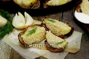 Картофель с кунжутом, в пряной луковой колыбели