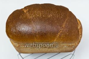 Хлеб готов. Вынимаем из формы. Остужаем на решётке. Нарезаем только после того, как хлеб полностью остыл. Приятного аппетита!