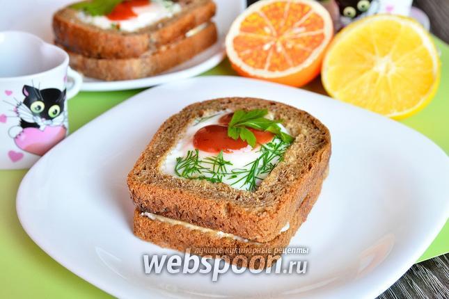 Фото Бутерброд с яйцом и сметанно-грибным соусом
