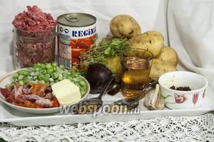 Фарш из баранины мы уже подготовили. Овощи вымыты. Все продукты на столе, поэтому можно приступать к приготовлению блюда.