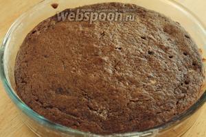 Готовый кекс остудить на решётке и при подаче по желанию присыпать пудрой.