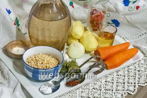 Суп мы будем готовить в мультиварке с чашей 2,4 литра (BORK), поэтому подготовим продукты, исходя из её максимального объёма.
