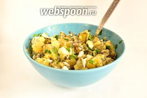 Вкусный, сытный  и полезный салат готов! Побалуем свой организм йодом!)