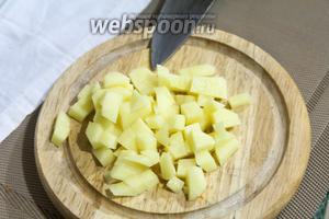 Картофель будет кубиком, чуть больше горошины.