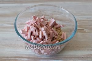 Добавьте порезанную вареную колбасу, либо ветчину.