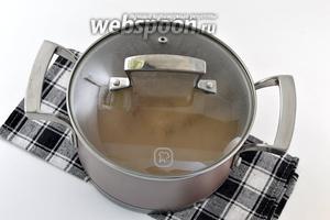 Снять с огня. Накрыть крышкой. Отправить в  тёплую духовку на 25-30 минут.