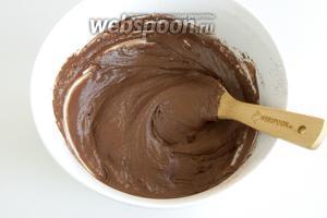 Готовое тесто должно быть однородным без комочков, пружинящее, неплотное, хорошо держащее форму.