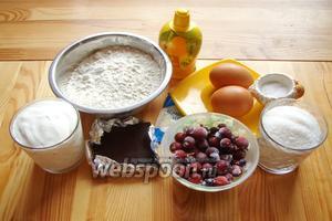 Для приготовления маффинов нам понадобится мука, сахар, сахар ванильный, сметана, сода, лимонный сок, яйца, йошта, шоколад.