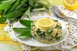 Салат с черемшой и сардинами в масле