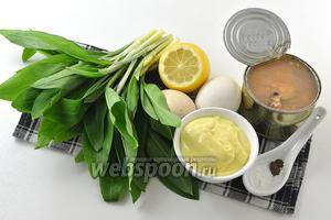 Для работы нам понадобится черемша, консервы сардины в масле, яйца, домашний майонез, соль, перец, лимонный сок.