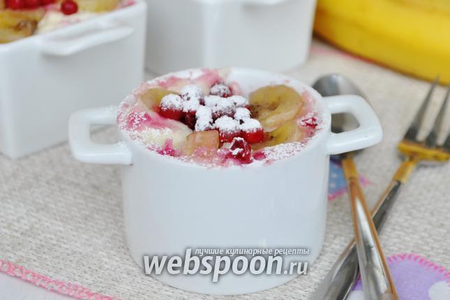 Фото Творожный пудинг с бананом и брусникой на пару в мультиварке