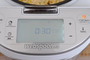 Включить мультиварку в режим «печь» на 30 минут. Выставить температуру 110°С. Закрыть крышку. Мультиварка Филипс 3095.