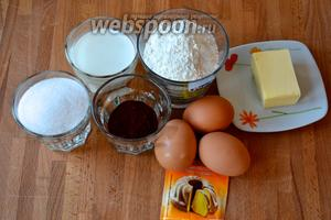 Ингредиенты для бисквита: сливочное масло, сахар, яйца, мука, какао-порошок, молоко и разрыхлитель.