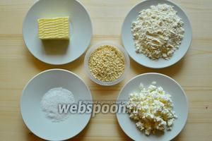 Приготовим для теста мягкий творог, не очень жирный, муку, масло и соль. Возьмём ещё яйцо для смазки и кунжут для посыпки.