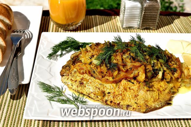Фото Жареный серебристый памп с луковой начинкой и картофелем