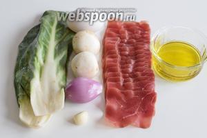Подготовим ингредиенты: мангольд, шампиньоны, лук, чеснок, говядину мостбрёкли (нарезанную на тонкие пластинки), оливковое масло и специи, яйца.