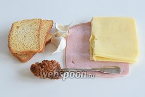 Подготовим ингредиенты: бульон или воду для разведения концентрированного бульона, зубки чеснока, ветчину или что-то типа такого (неважно), сыр средней твёрдости любой, сухарики по вашему вкусу.