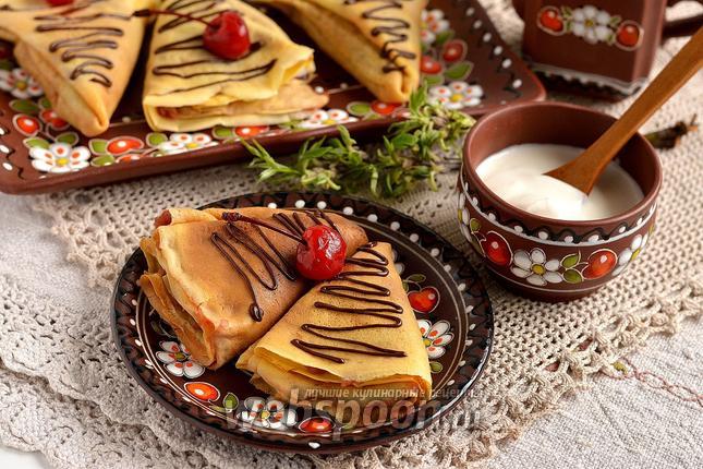 Фото Молочные блины с яблочно-вишнёвой начинкой
