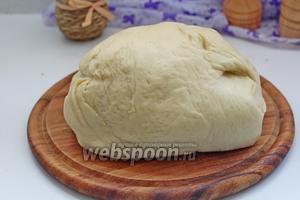 Вот наше подошедшее тесто. Посмотрите, какое оно пышное, эластичное.