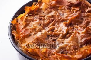 Выпекаем торту паскуалину в предварительно прогретой духовке, на среднем уровне, при температуре 200°С, 75 минут.