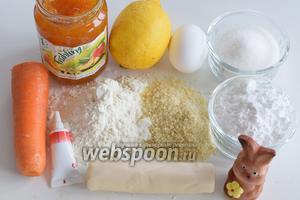 Подготовим ингредиенты: молодую морковь, яйца (1 яйцо весом не менее 60 г), очищенную миндальную крошку, лимон для сока и цедры, Амаретто, муку, разрыхлитель, сахар, сахарную пудру и соль, марципан и шоколадный или маленький марципановый заяц.