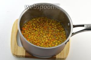 На 4 раз добавить 120 мл воды и 100 грамм сахара. Довести до кипения и готовить на маленьком огне 10 минут. Охладить.