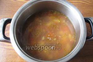 Варим суп ещё 15-20 минут. Солим и перчим по вкусу.