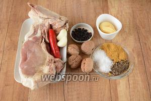 Для приготовления нам необходим антрекот на косточке, перец чили, орехи грецкие, сырный соус, чеснок, барбарис, смесь специй для мяса, соль, перец чёрный молотый.