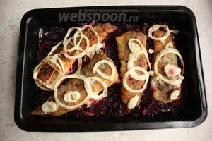 В предварительно сильно нагретой духовке, довести рыбу до готовности минут 10.