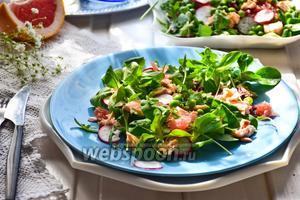 Салат из красной рыбы и зелёного горошка