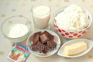 Для приготовления творожной пасхи нам понадобится жирный домашний творог, сливочное масло, сметана, сахар, ванилин и молочный шоколад.