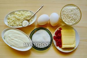 Что нам нужно для теста: мука, очень холодное сливочное масло, сметана, яйцо, соль и разрыхлитель.