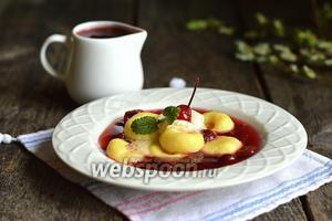 Картофельно-творожные клёцки в вишнёвом киселе