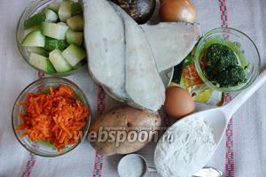 Приготовила все продукты. Кабачок, морковь и шпинат брала из заморозки. Зубатка — мороженый стейк.