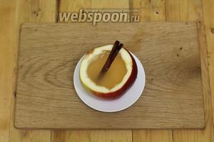 Наливаем горячий напиток в стаканчик и подаём немедленно к столу. По вкусу добавляем мёд. Пряный яблочный напиток готов. Приглашаю на дегустацию.