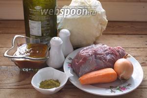 Для приготовления этого блюда нам необходима капуста белокочанная, говядина, лук репчатый, морковь, соль и перец, хмели-сунели, томатная паста (у меня соус Краснодарский), растительное масло.