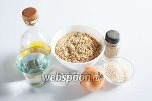 Поскольку соевый фарш, как и мука, может обладать разными абсорбирующими свойствами, в этом рецепте 2 компонента являются переменными, это вода и панировочные сухари. Воды 200-300 мл, сухарей 2-3 ложки. Если у вас нет соли с травами, то можно использовать аналогичное количество обычной соли, зубчик чеснока и любую зелень, но немного в другом порядке (объясню по ходу рецепта). Насчёт масла для обжаривания — не скупитесь! Консистенция теста очень нежная, если масла будет слишком мало, котлеты могут прилипнуть к сковороде и развалиться.