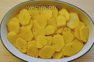 Затем красиво, насколько это возможно, выкладываем картофель.