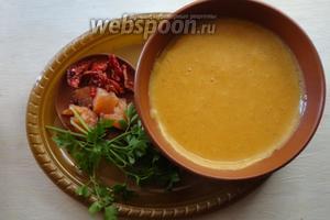 Суп-пюре из чечевицы с кукурузной крупой готов. Подать суп можно с зеленью, со слабо солёной рыбой, вялеными помидорами, сыром, в общем, кто как любит.