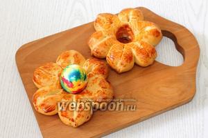 Наши булочки-подставки для пасхальных яиц готовы. Приятного аппетита!