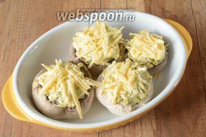 На крупной тёрке натираем твёрдый сыр. Посыпаем сверху сыром шампиньоны. Запекаем шампиньоны в духовке, при температуре 200°С, примерно 20-25 минут. Приятного аппетита!