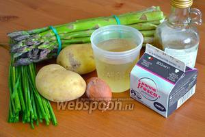 Для приготовления супа понадобятся зелёная спаржа, картофель, лук-шалот, белое сухое вино, бульон, сливки, соль, перец по вкусу и шнитт-лук.