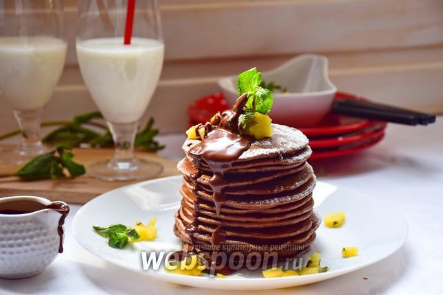 Фото Шоколадные панкейки с кунжутом и яблочно-мятным соусом