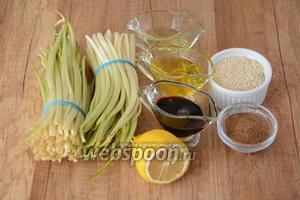 Для приготовления нам понадобится черемша, кунжутное семя, сок лимона, соевый соус, оливковое масло, подсолнечное масло, перец чёрный молотый, соль, специи для моркови по-корейски.