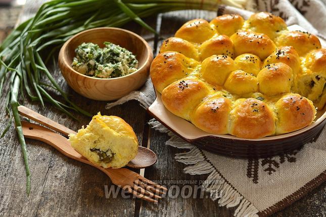 Фото Пирожки дрожжевые с крапивой, зелёным луком и творогом