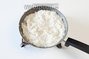 Смешав пюре из репы с рисом, солью и водой, я варила кашу на слабом огне 10 минут, потом поняла, что жидкости маловато, долила — и варила ещё 15 минут, уже на огне средней силы. Думаю, теперь, когда необходимое количество жидкости для каши из репы вычислено, вы можете варить её уже привычным вам способом, каким вы обычно варите  рисовую кашу . Если вы привыкли к каше пожиже, чем та, которую вы видите у меня на фотографиях — увеличьте, соответственно, количество воды. Тут и моей сказке про кашу из репы конец, а кто слушал — молодец.