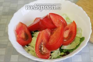 Все подготовленные овощи сложить в салатник.